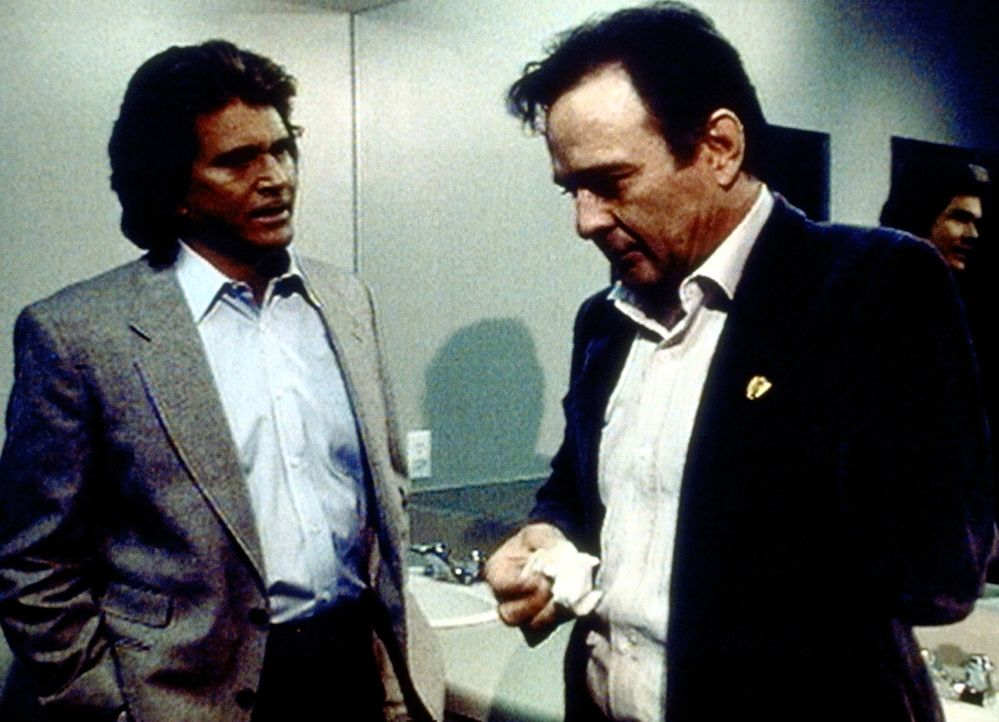 Jonathan (Michael Landon, l.) weist Joe (James Stacy, r.) auf dessen Fehler hin. - Bildquelle: Worldvision Enterprises, Inc.