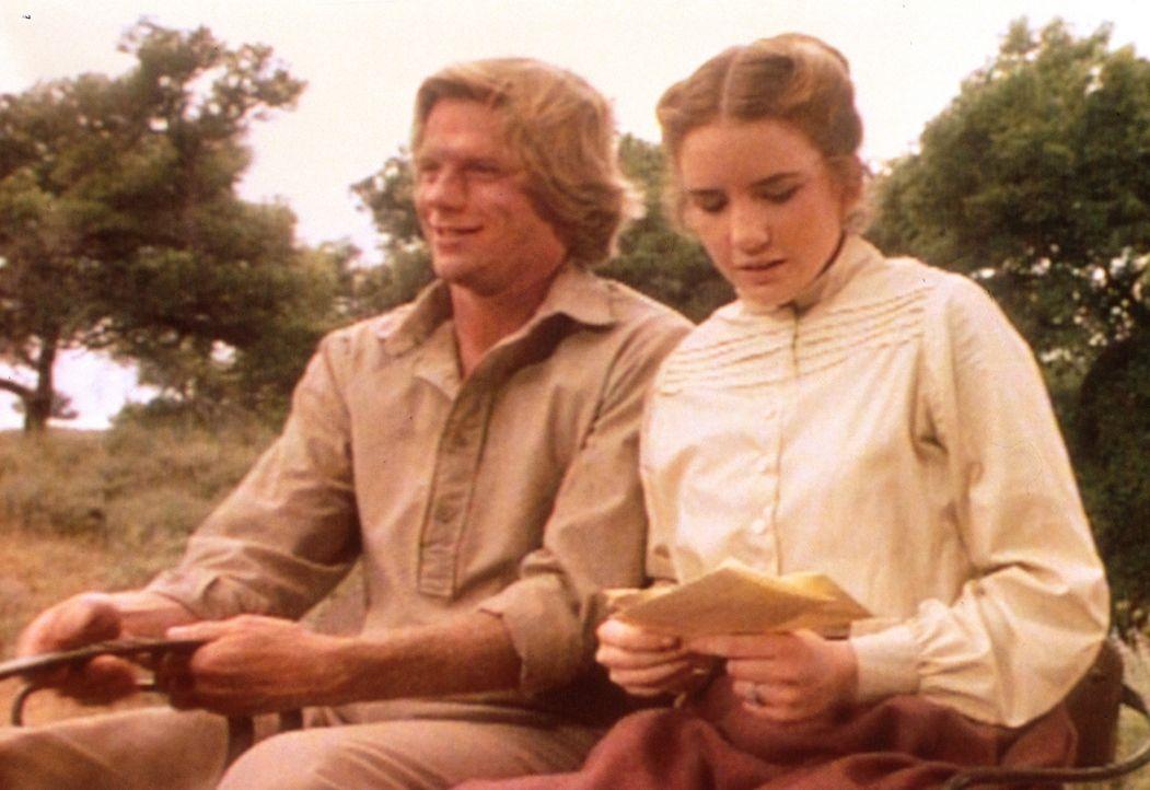 Laura (Melissa Gilbert, r.) hat Glück: Ihr wurde eine Stelle als Lehrerin angeboten. Doch Almanzo (Dean Butler, l.) will auf keinen Fall, dass sein... - Bildquelle: Worldvision