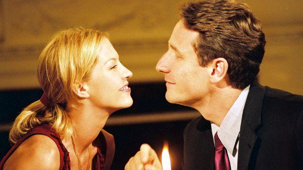 Ellena (Jenna Elfman, l.) ist fest davon überzeugt, eine kurze, heftige Affär...