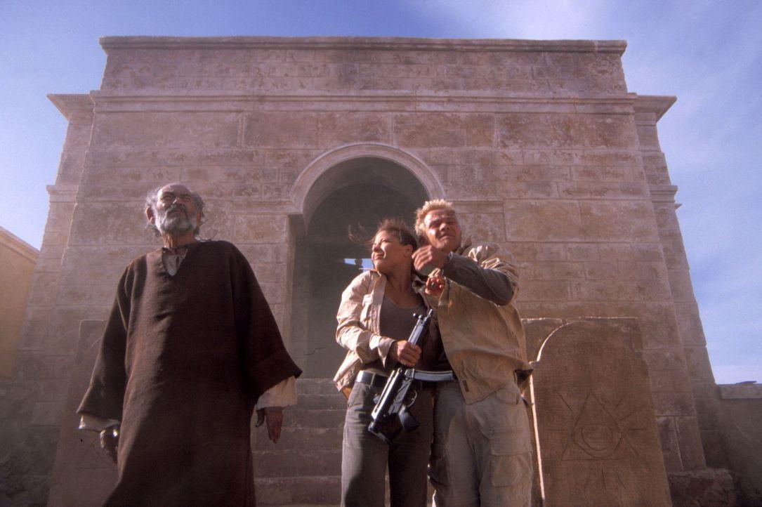 Eine allerletzte Spur führt Steffen (Matthias Koeberlin, r.) und Sharon (Naike Rivelli, M.) in ein einsames Kloster. Dort erwartet sie das pure Grau... - Bildquelle: Gordon ProSieben