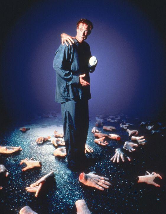 Der Schönheitschirurg Charlie (Matt Frewer) wird von seinen eigenen Händen in den Wahnsinn getrieben ... - Bildquelle: 20th Century Fox Film Corporation
