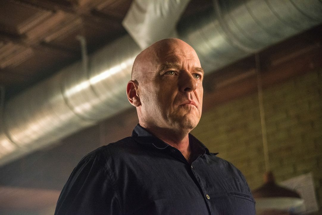 Big Jim (Dean Norris) bekommt unerwarteten Besuch. Doch wird er sich von der Kuppel beeinflussen lassen? - Bildquelle: Brownie Harris 2014 CBS Broadcasting Inc. All Rights Reserved.