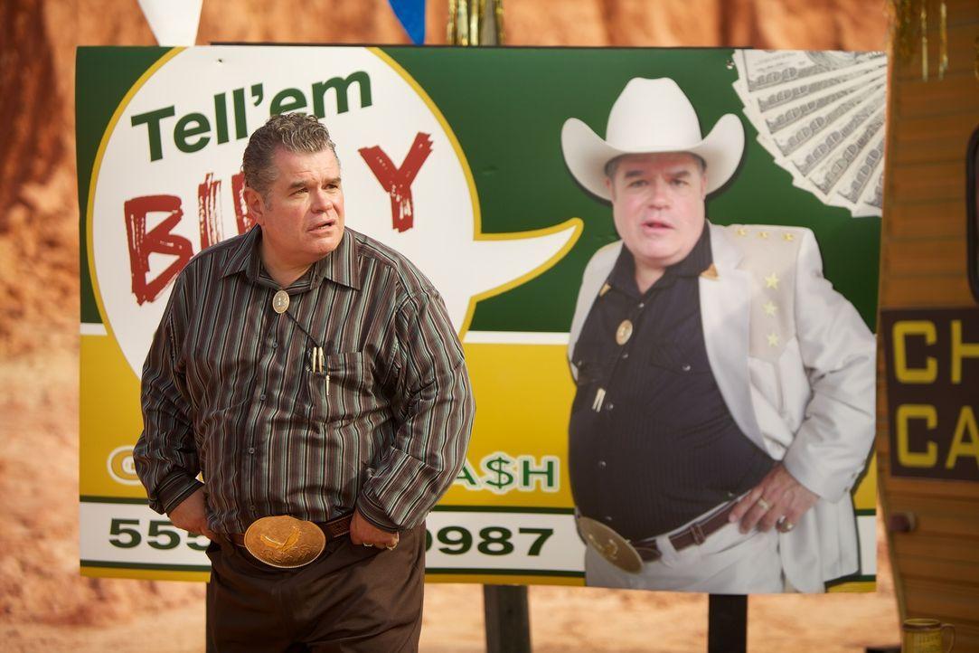 Eine mordlüsterne Kreatur ängstigt Billy Butler (Michael Badalucco) und die Bürger einer Kleinstadt zu Tode. Durch einen giftigen Nebel setzt es sei... - Bildquelle: 2013 Panic Investments LLC. All Rights Reserved.