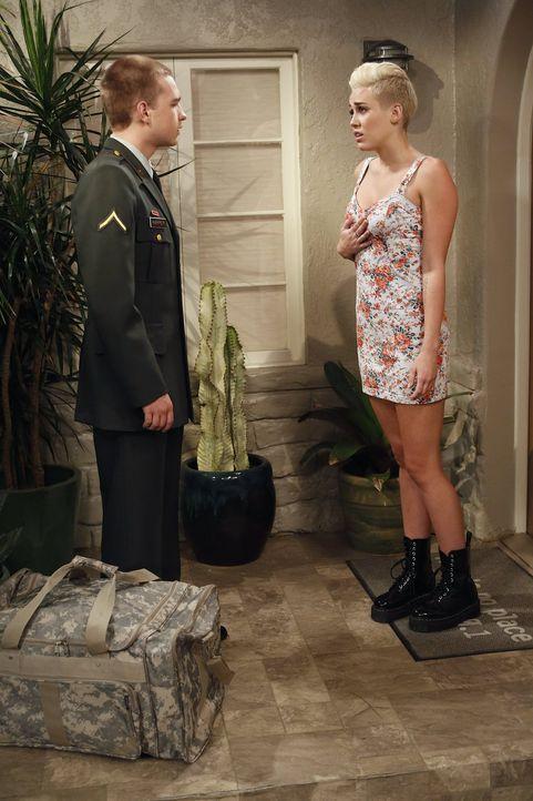 Haben Missi (Miley Cyrus, r.) und Jake (Angus T. Jones, l.) eine Chance auf eine gemeinsame Zukunft? - Bildquelle: Warner Brothers Entertainment Inc.