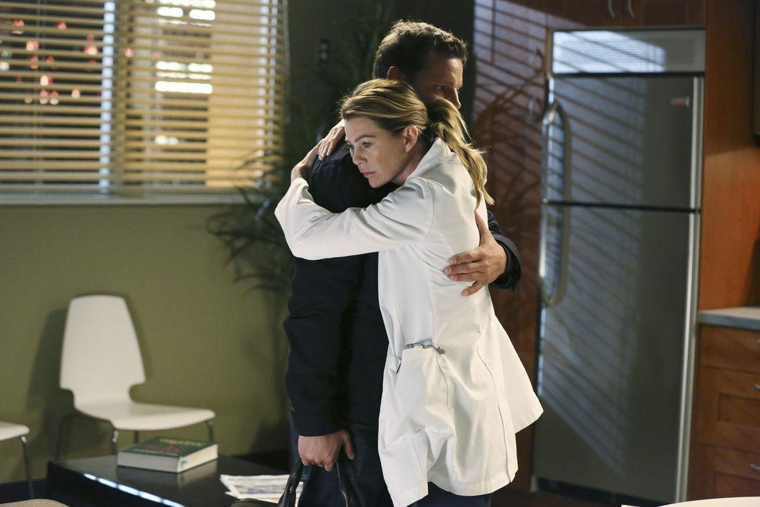 Meredith (Ellen Pompeo, r.) und ihr Mann haben unterschiedliche Zukunftspläne. Sie sucht Rat bei ihrem besten Freund Alex (Justin Chambers, l.) ... - Bildquelle: ABC Studios
