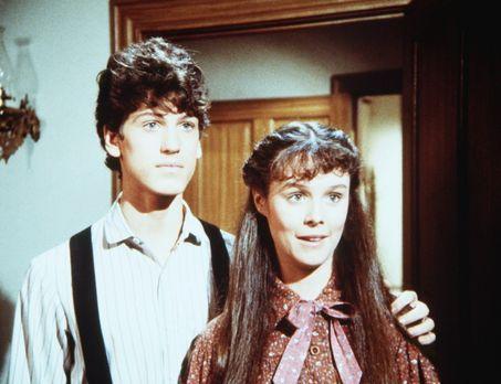 Unsere kleine Farm - Willie Oleson (Jonathan Gilbert, l.) und Rachel Brown (S...