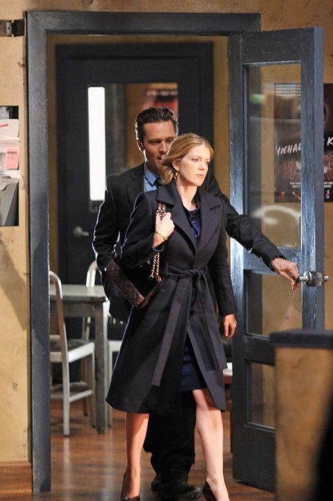 Das Auftauchen einer unbekannten Frau, die behauptet, Kevin (Seamus Dever, l.) sehr gut zu kennen, führt zu einem Missverständnis, bei dem seine E... - Bildquelle: ABC Studios