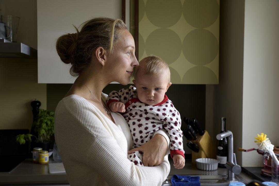 Während die Ärztin Nora Schwarz (Petra Schmidt-Schaller) das Frühstück zubereitet, geschieht das Unfassbare. Jemand verübt einen Anschlag auf ihre F... - Bildquelle: Christiane Pausch SAT.1