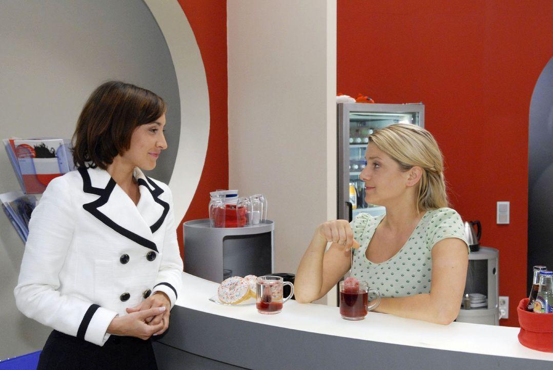 Anna (Jeanette Biedermann, r.) und Vanessa (Maike von Bremen, l.) gelingt es zunächst nicht, sich hinsichtlich ihrer Freundschaft auszusprechen ... - Bildquelle: Sat.1