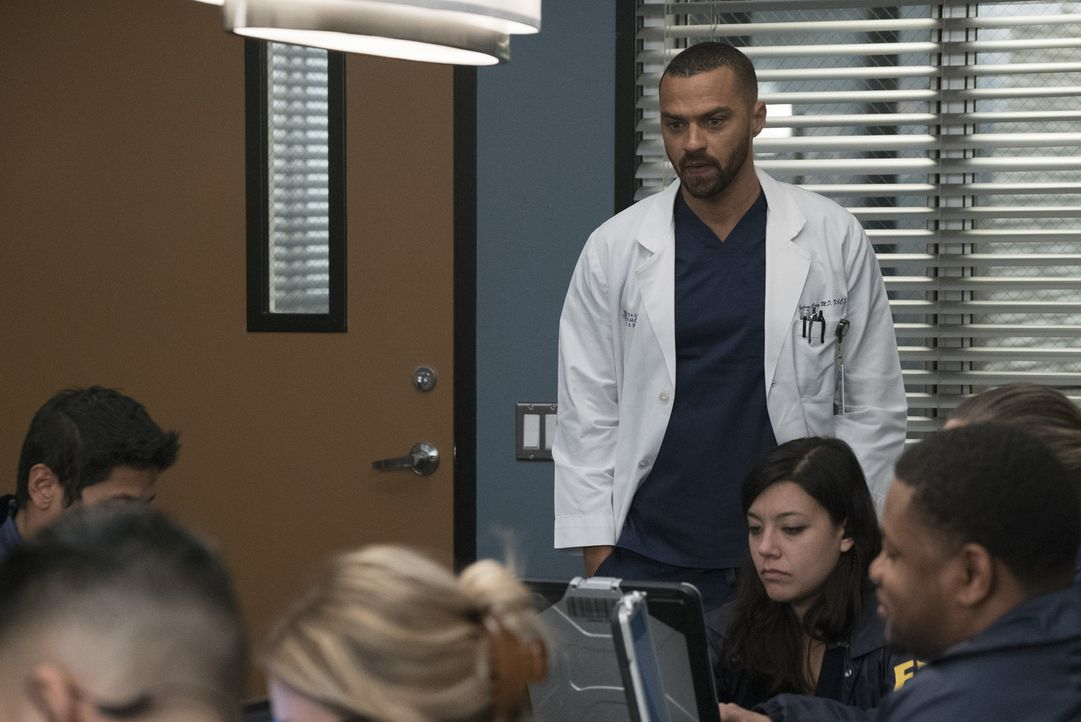 Jackson (Jesse Williams) und Maggie setzten sich für einen ihrer Patienten ein, als die gesamte Technik im Krankenhaus droht auszufallen. Unterdesse... - Bildquelle: Richard Cartwright 2017 American Broadcasting Companies, Inc. All rights reserved./Richard Cartwright