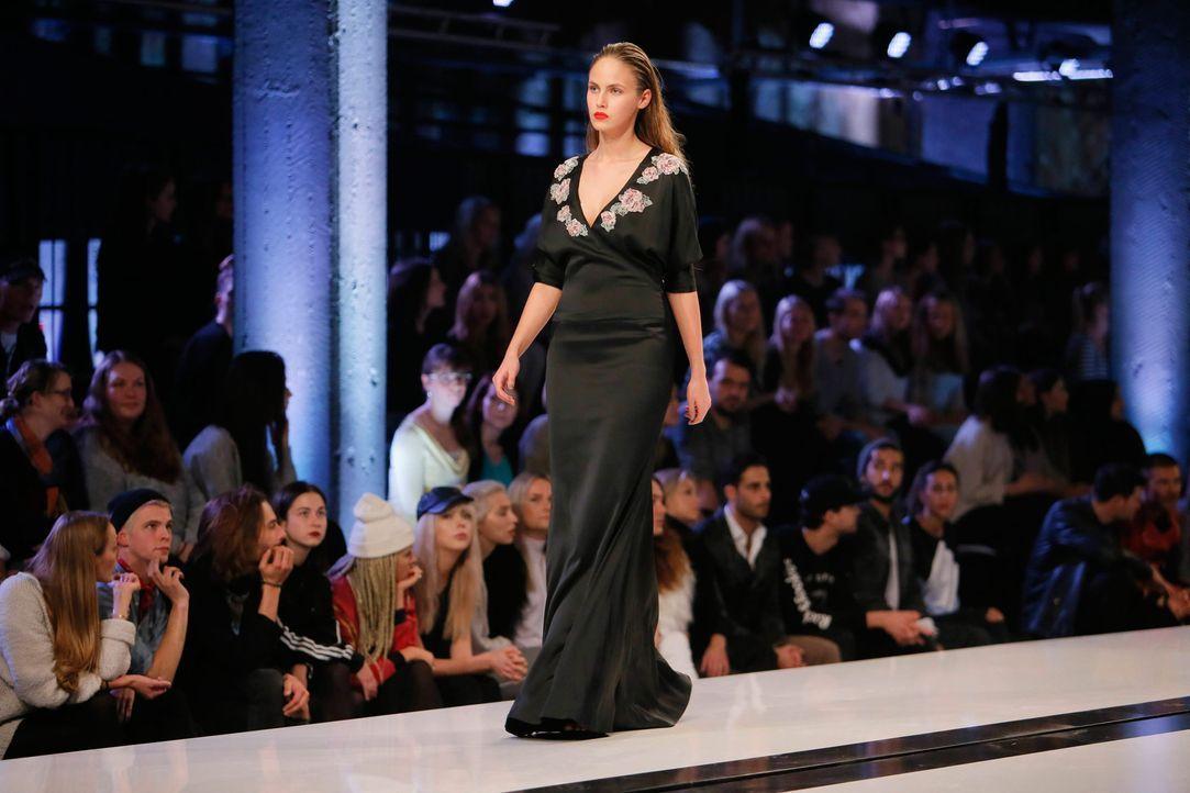 GNTM-Stf11-Epi01-erste-fashion-show-15-ProSieben-Huebner - Bildquelle: ProSieben/Richard Huebner
