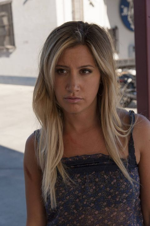 Schwebt in Lebensgefahr: Emma Jean (Ashley Tisdale) ... - Bildquelle: 2012 Twentieth Century Fox Film Corporation and Bluebush Productions, LLC. All rights reserved.