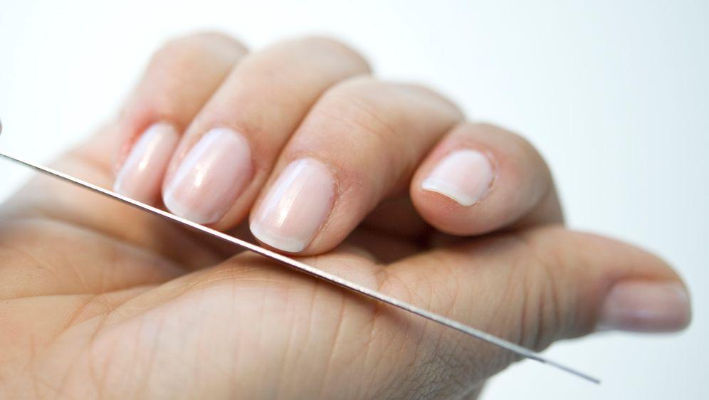 French Manicure: Zeitloser Nagellack - Bildquelle: dpa