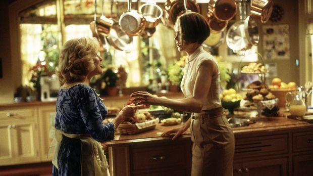 Mit ihrer Freundin Bobbie (Bette Midler, l.) stellt Joanna (Nicole Kidman, r....