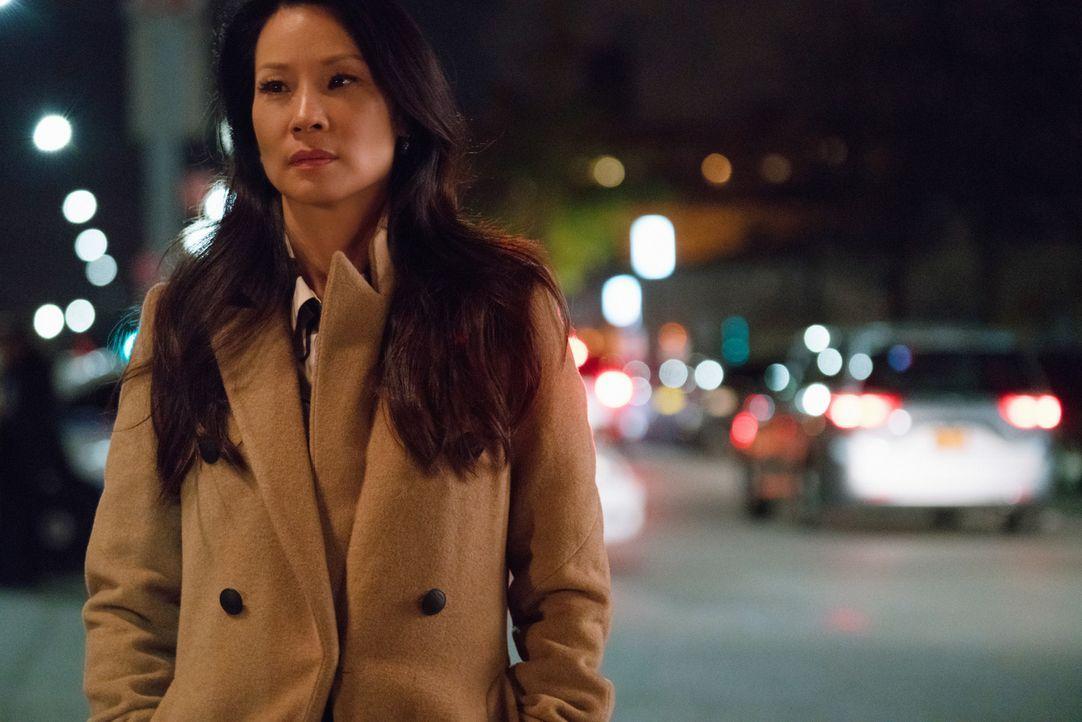 Während die Ermittlungen in einem Mordfall ohne fassbare Beweise laufen, wird Watson (Lucy Liu) auch noch von ihrer einstigen NYPD-Rivalin Cortes an... - Bildquelle: Michael Parmelee 2015 CBS Broadcasting Inc. All Rights Reserved.