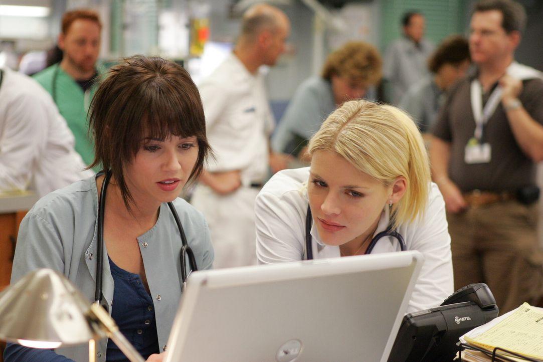 Ein neuer Tag in der Notaufnahme: Sam (Linda Cardellini, l.) und Hope (Busy Philipps, r.) ... - Bildquelle: Warner Bros. Television
