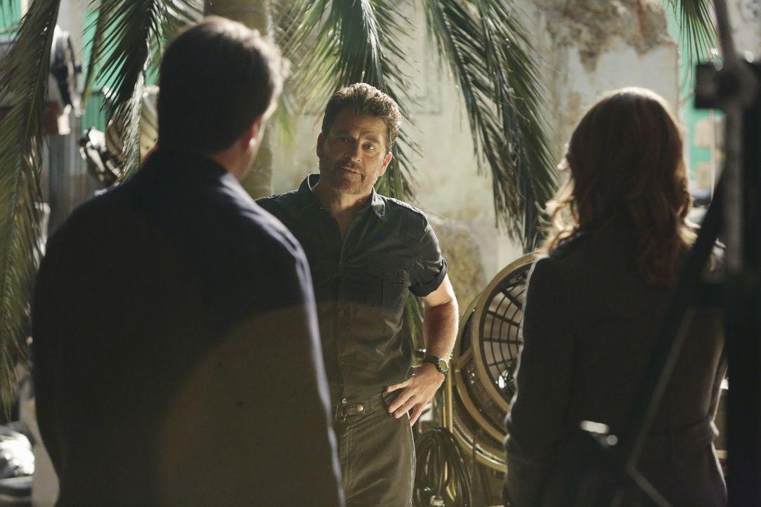 Hat Brock Harmon (Ted McGinley, M.) etwas mit dem Mord an Lance Delorca zu tun? Castle (Nathan Fillion, l.) und Beckett (Stana Katic, r.) versuchen... - Bildquelle: ABC Studios