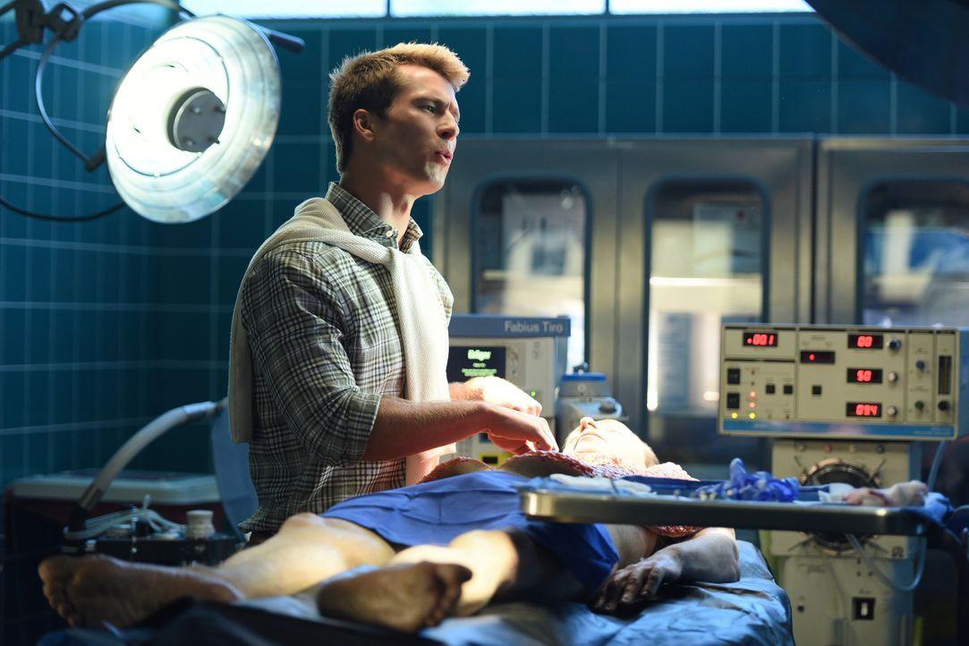 Chad (Glen Powell) stattet dem Krankenhaus einen Besuch ab, um Chanel zurückzugewinnen und muss sehen, dass er plötzlich einen starken Gegenspieler... - Bildquelle: 2016 Fox and its related entities.  All rights reserved.