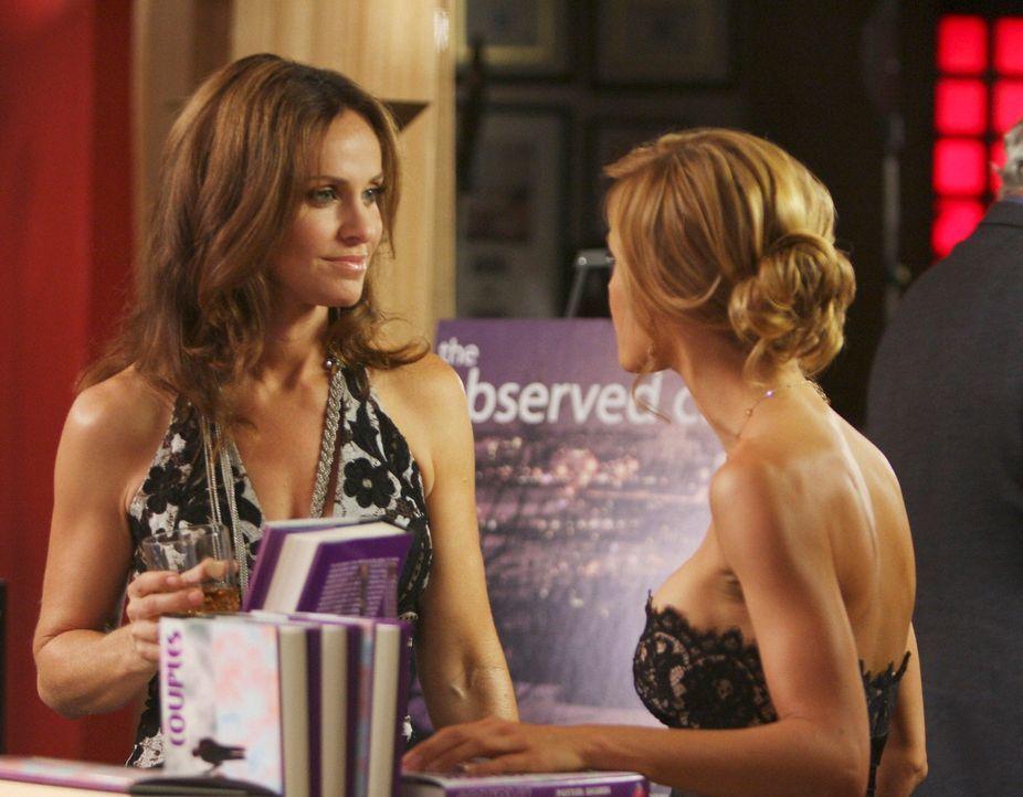 Auf der Party von Archer treffen Charlotte (KaDee Strickland, r.) und Violet (Amy Brenneman, l.) aufeinander. Noch ahnen beide jedoch nicht, was Coo... - Bildquelle: ABC Studios