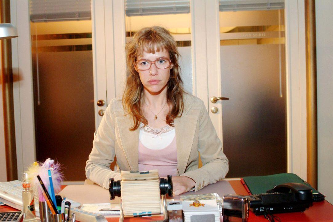 Lisa (Alexandra Neldel) ist frustriert: Sie hat Streit mit Jürgen und David kann sie auch nicht vertrauen ... (Dieses Foto von Alexandra Neldel darf... - Bildquelle: Monika Schürle Sat.1