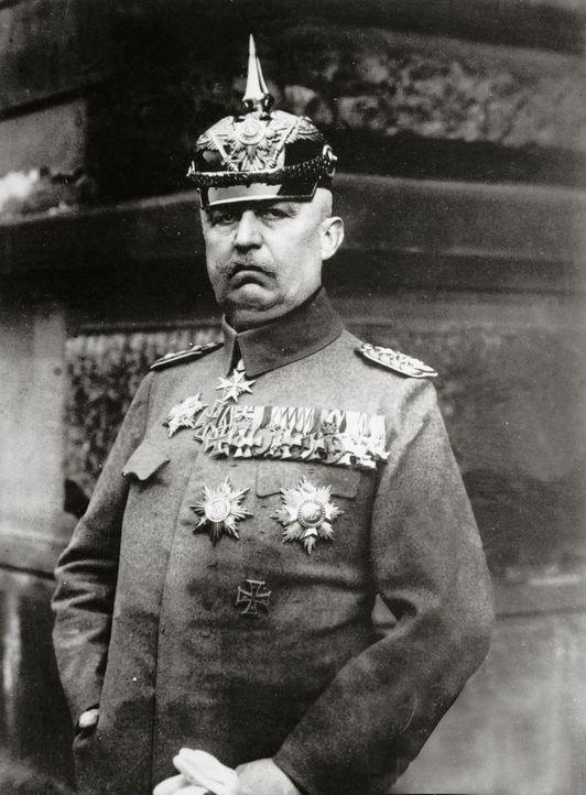 In der Nacht zum 9. November 1923 versuchte General Erich Friedrich Wilhelm Ludendorff (Bild) gemeinsam mit Adolf Hitler die Reichsregierung zu stür... - Bildquelle: Imagno Imango/NB/Getty Images