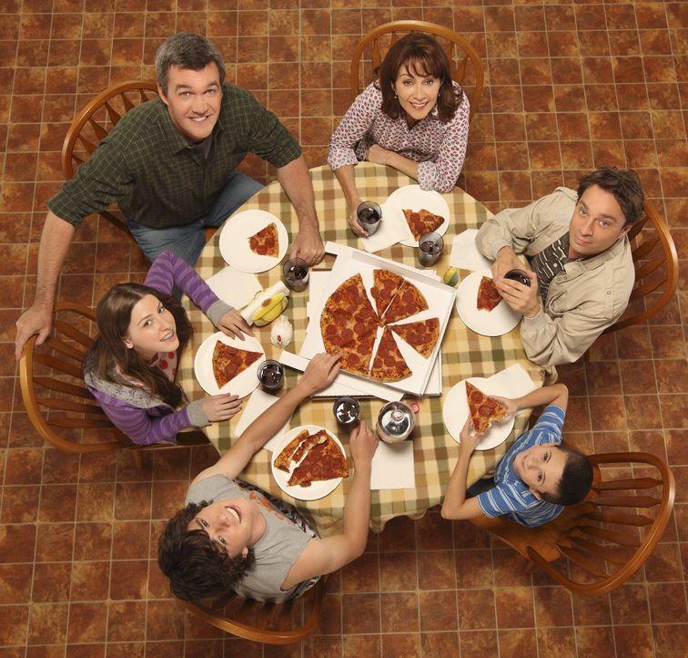 (1. Staffel) - Bei ihnen ist immer was los: (v.l. im Uhrzeigersinn) Sue (Eden Sher), Mike (Neil Flynn), Frankie (Patricia Heaton), Bob (Chris Kattan... - Bildquelle: Warner Brothers