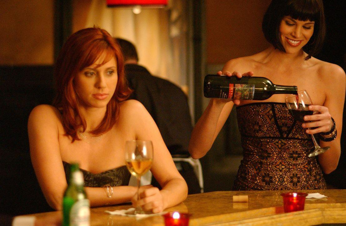 Holly Parker (Kristen Miller, l.) und Jan Lambert (Brooke Burns, r.) sind jung, sehen gut aus, sind beide karrieresüchtig und wohnen zusammen in ein... - Bildquelle: 2005 Sony Pictures Home Entertainment Inc. All Rights Reserved.
