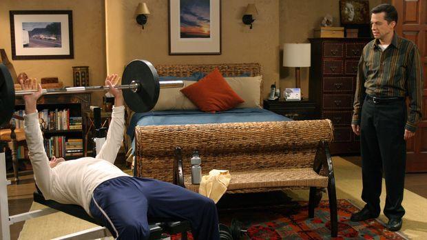 Charlie (Charlie Sheen, l.) versucht seinen Bruder Alan (Jon Cryer, r.) von e...