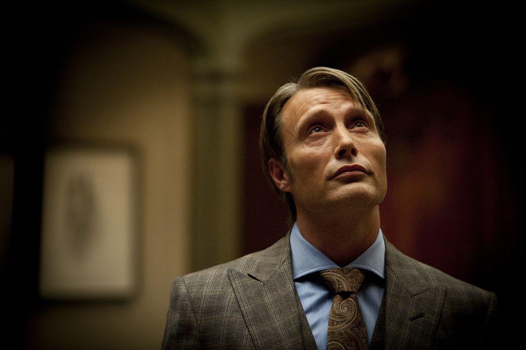 Der erfahrene und erfolgreiche Dr. Hannibal Lecter (Mads Mikkelsen) wird dem Profiler Will Graham zur Seite gestellt. Niemand ahnt etwas von dem dun... - Bildquelle: 2012 NBC Universal Media, LLC