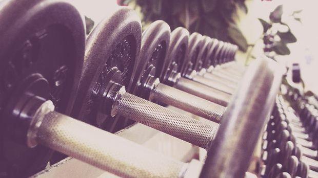 Crunches mit Gewicht