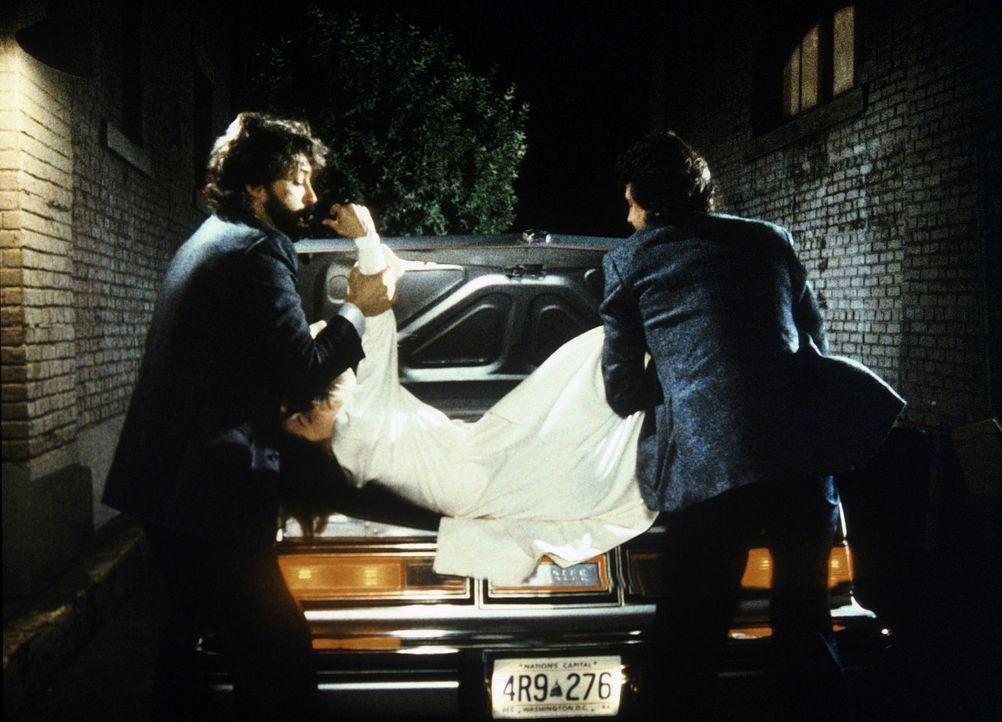 Die Brüder Vic (Kenneth Gilman, l.) und Malcolm Burling (Richard Cox, r.) betreiben einen Partyservice. Weil ihre Angestellte Sally (Melanie Jones,...