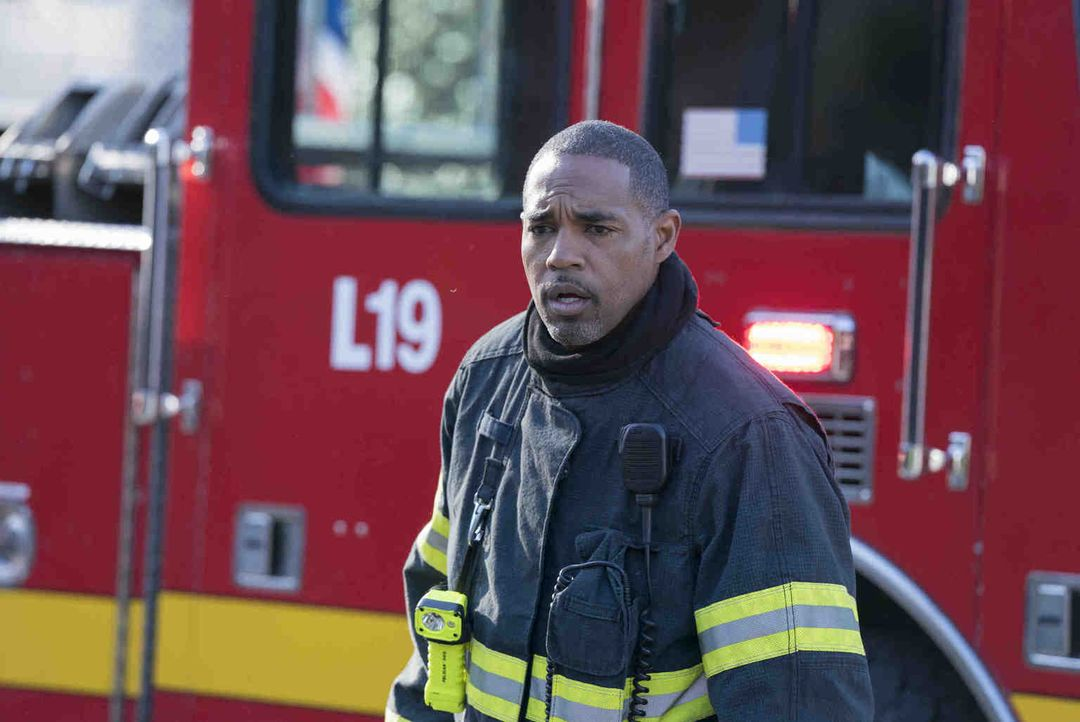 Als sie ein schweres Busunglück vorfinden, gerät das Station 19-Team um Neuling Ben Warren (Jason George) an seine Grenzen ... - Bildquelle: Mitch Haaseth 2018 American Broadcasting Companies, Inc. All rights reserved./Mitch Haaseth