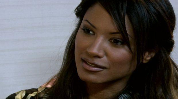 Ganz auf sich allein gestellt, muss Sicherheitsbeamtin Sandra (Tracy Bingham)...