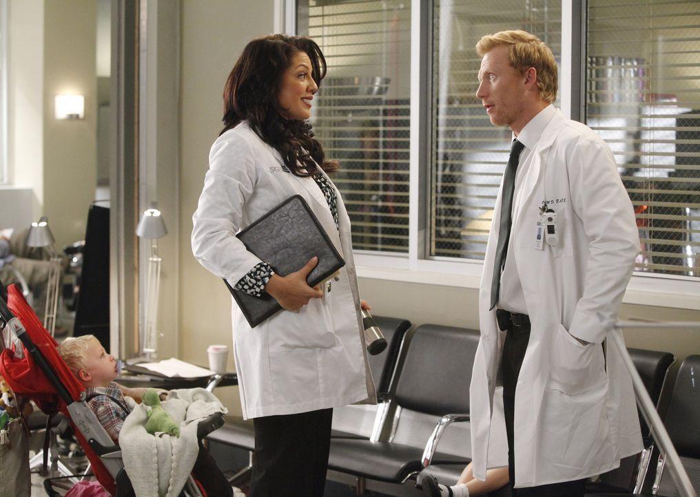 In Merediths Gedankenwelt, sind Callie (Sara Ramirez, l.) und Owen (Kevin McKidd, r.) verheiratet, während ihre Mutter immer noch am Leben ist ... - Bildquelle: ABC Studios