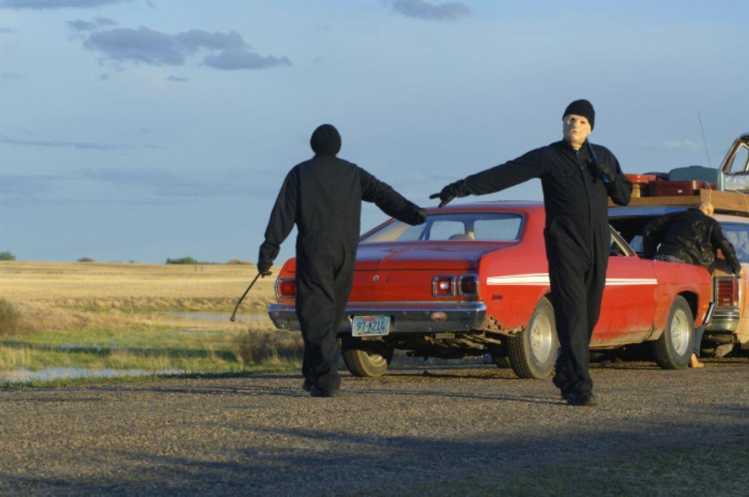 Irgendwo in der Wüste von Santa Fe treibt eine Bande von Serienkillern ihr Unwesen und tötet alles, was vor ihre Flinte kommt ... - Bildquelle: 2008 Warner Brothers