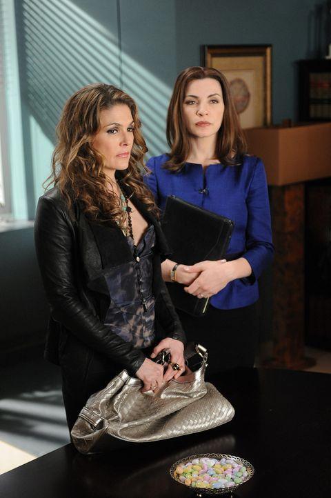 Es gelingt Alicia (Julianna Margulies, r.), die beiden Frauen zu einer finanziellen Einigung zu bringen. Und Caroline (Paige Turco, l.) erhält die... - Bildquelle: CBS Studios Inc. All Rights Reserved.