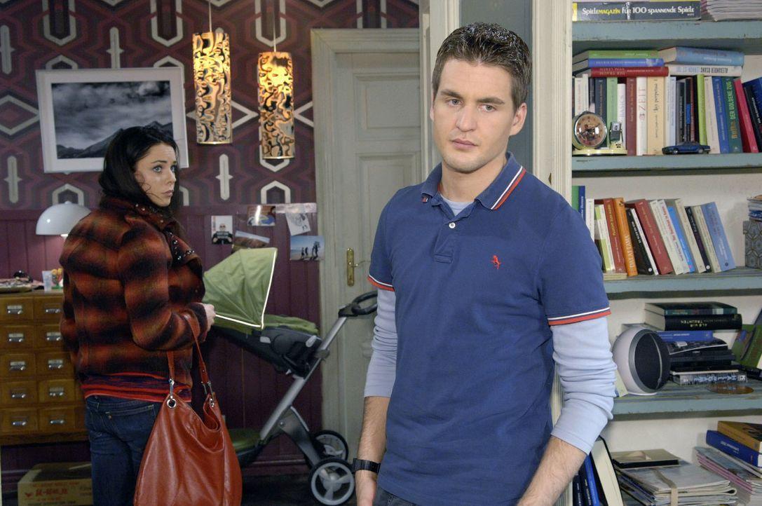 Nachdem die Wohnung für die Ankunft von Maja und ihrem Baby vorbereitet wurde, macht Lars (Alexander Klaws, r.) Paloma (Maja Maneiro, l.) klar, dass... - Bildquelle: Claudius Pflug Sat.1