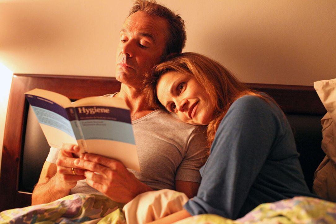 Während Hannah (Rebecca Immanuel, r.) von einem liebevollen Ehemann und einer sechswöchigen Reise mit dem Wohnmobil durch Europa träumt, denkt Ma... - Bildquelle: Boris Guderjahn SAT. 1