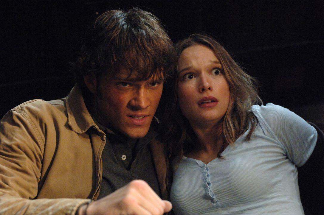 Wollen den Hakenmann vernichten: Lori (Jane McGregor, r.) und Sam (Jared Padalecki, l.) ... - Bildquelle: Warner Bros. Television