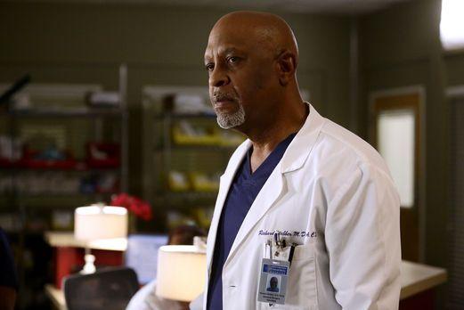 Grey's Anatomy - Während Meredith versucht, Alex zu finden, machen Webber (Ja...