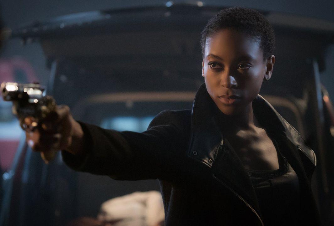Die Allianz mit Aurora bringt Aya (Tracy Ifeachor) einen Schritt dichter an ihr Ziel, endlich die Abstammungslinien zu den Urvampiren zu zerstören.... - Bildquelle: Warner Bros. Entertainment, Inc.