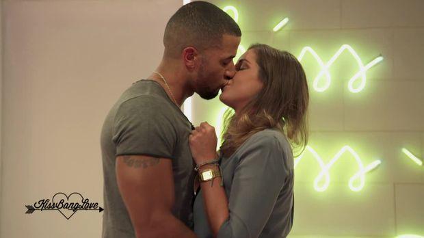 kiss bang love lena