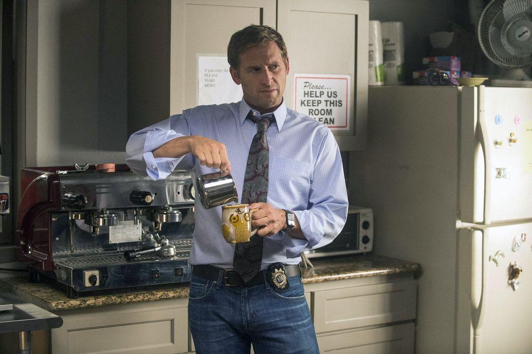 Macht es Laura nicht immer leicht: ihr Noch-Ehemann und Chef Jake Broderick (Josh Lucas) ... - Bildquelle: Warner Bros. Entertainment, Inc.