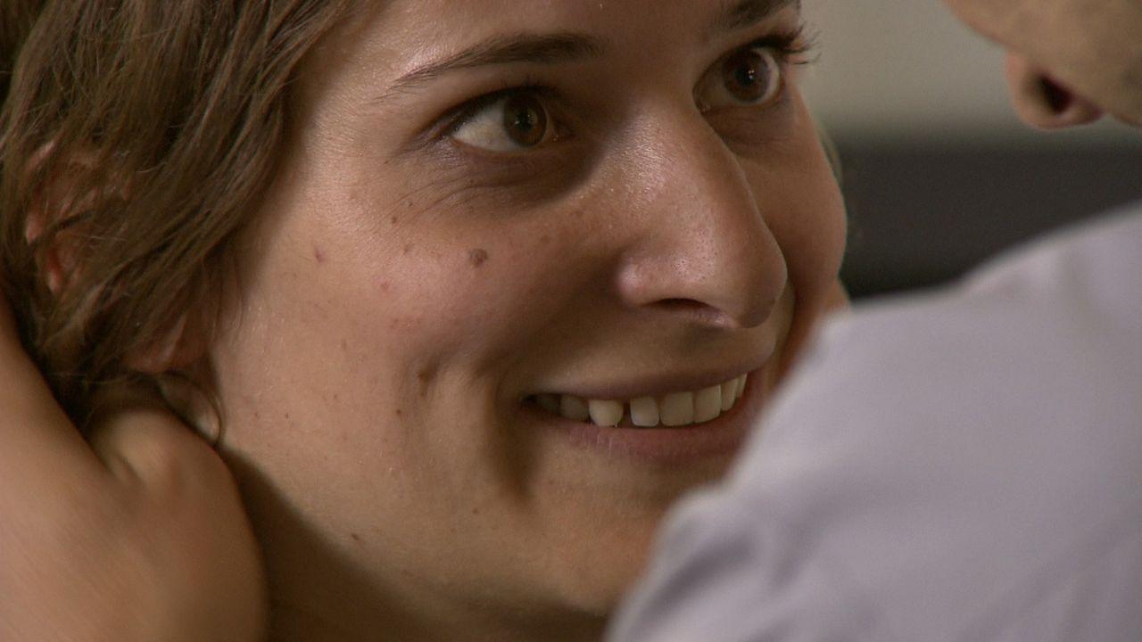 Hat sich auf eine heimliche Beziehung mit einen Pfarrer eingelassen und ist nun schwanger von ihm: Heidi ... - Bildquelle: SAT.1