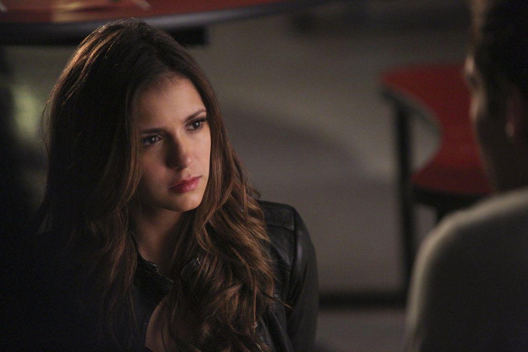 Kai hält Elena gefangen - Bildquelle: Warner Bros. Entertainment Inc.