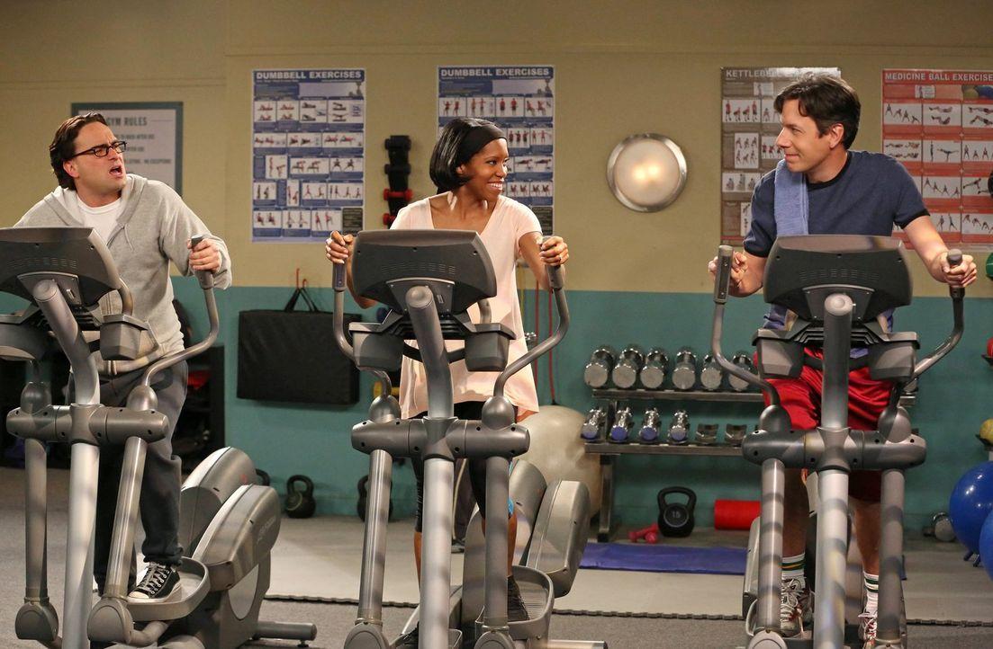 Leonard (Johnny Galecki, l.) und Kripke (John Ross Bowie, r.) versuchen bei Janine Davis (Regina King, M.) alles, damit sie eine Festanstellung an d... - Bildquelle: Warner Bros. Television