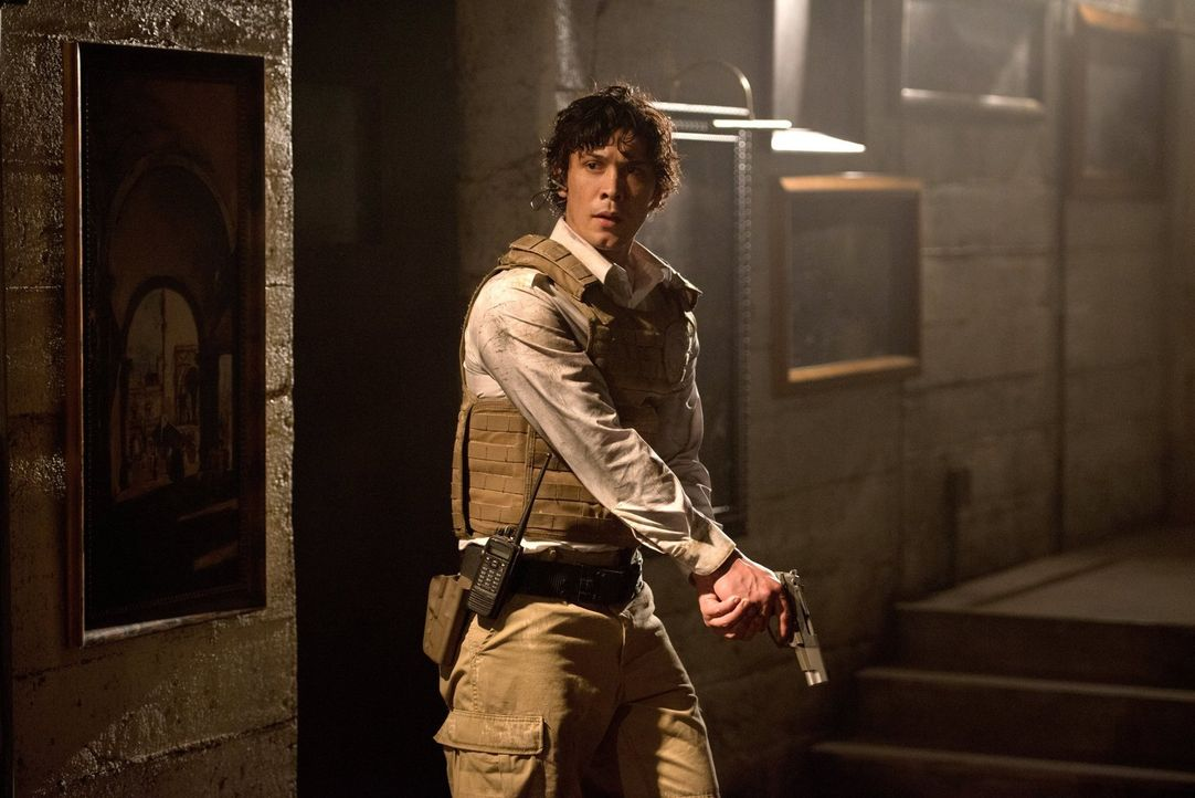 Als Cage zur Jagd auf die Skypeople aufruft, muss Bellamy (Bob Morley) seine Pläne umwerfen ... - Bildquelle: 2014 Warner Brothers