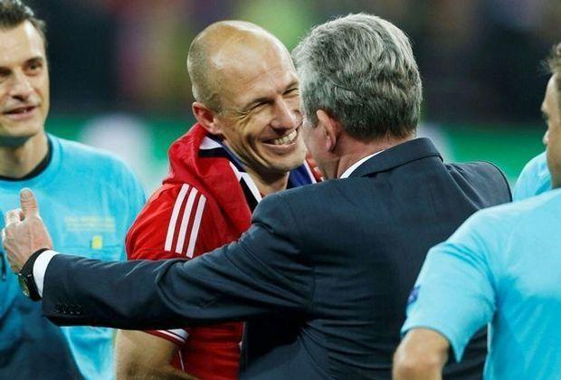 Jupp Heynckes (r.) lobt Arjen Robben (M.)