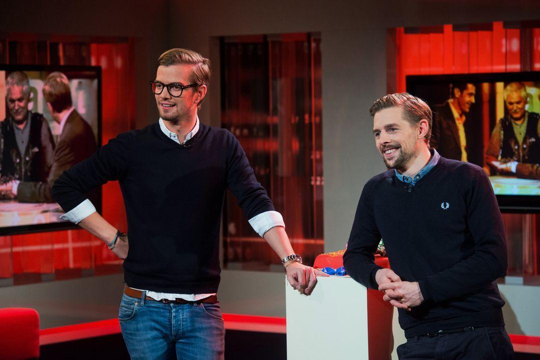 """Für das """"Akte""""-Jubiläum haben sich Joko Winterscheidt (l.) und Klaas Heufer-Umlauf (r.) einiges einfallen lassen ... - Bildquelle: Oliver Ziebe SAT.1"""