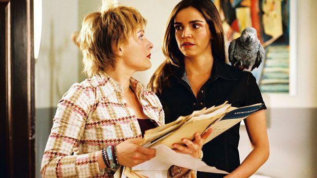 Edel & Starck - Biene (Isabel Tuengerthal, l.) und Sandra (Rebecca Immanuel,...
